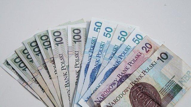 banknoty 100 50 20 10 złotych - skonsolidowane