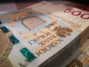 Kredyt gotówkowy - plik banknotów o nominalne 500 zł