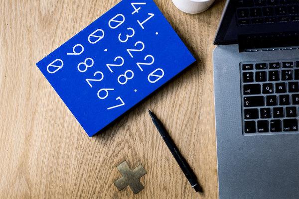 Kalkulator oszczędności na emeryturze - komputer