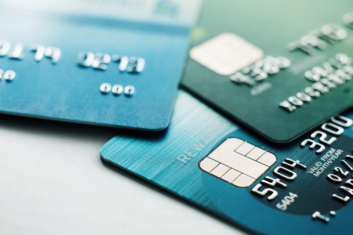 Karty kredytowe - 3 zielone - wypukły numer na pierwszej stronie